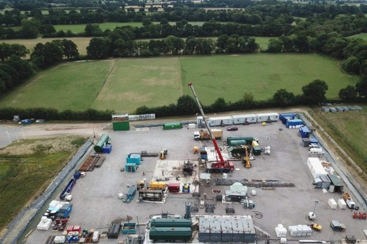 stencil.abm  16 - Oil under Surrey? Scepticism raised as Gatwick drillers gush over oil flows